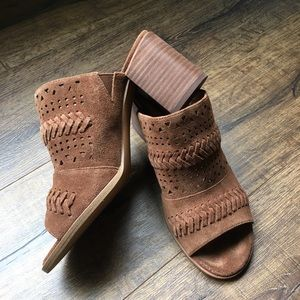 Caslon healed leather mules
